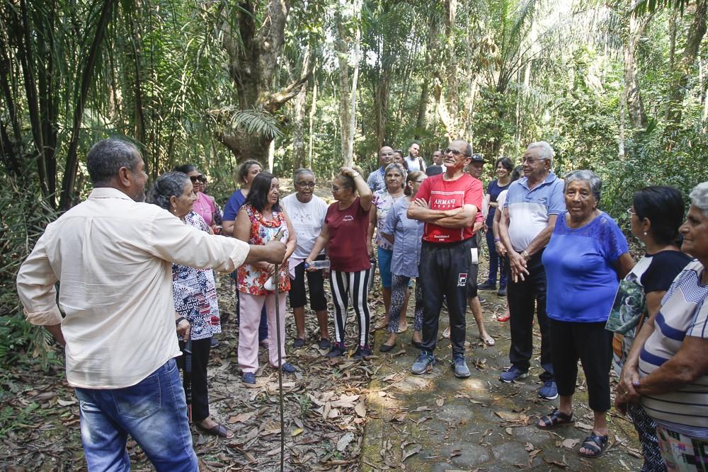 Pedro Albuquerque Ferraz dando explicações sobre o Parque Zoobotânico