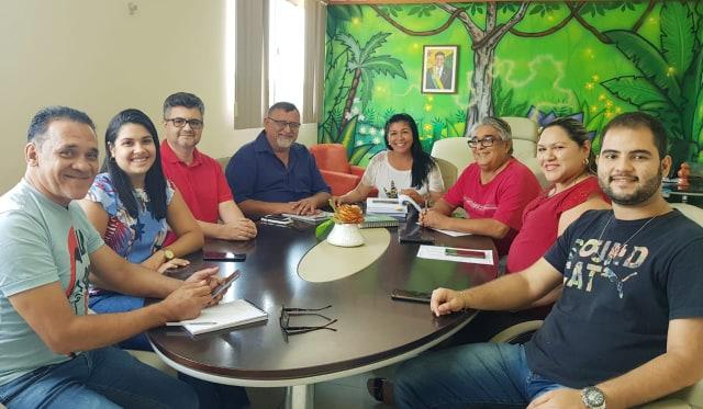 Eliane Sinhasique reuniu parte da equipe da SEET para falar das tratativas do projeto 'Cidade da Criança' - Foto: Ravenna Nogueira